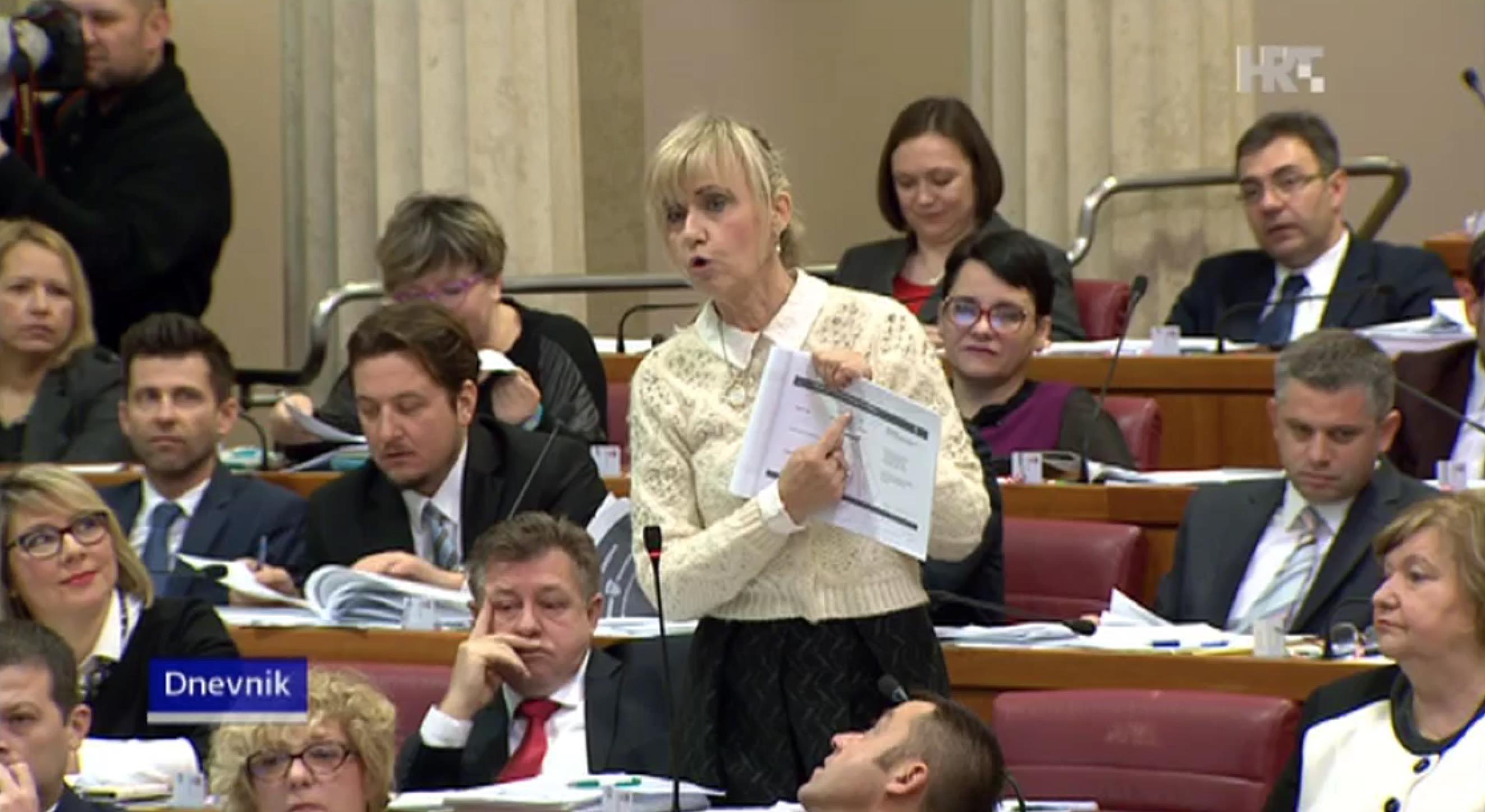 Ingrid Antičević-Marinović ( seit 1990 in der SDP) fragt im Parlament den frischgebackenen Premier, ob er nicht ein Illuminati sei. (Foto:HRT)