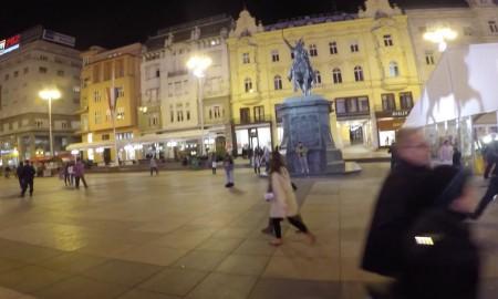 Der Ban Jelacic Platz in der kroatischen Hauptstadt Zagreb am Abend