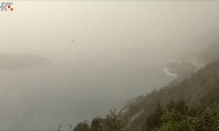 """Naturschauspiel über Kroatien. Ein afrikanisches Tiefdruckgebiet hat die kroatische Küstenstadt Dubrovnik buchstäblich """"verwüstet"""". Schuld am ockergelben Schlamassel sind winzige Staubpartikel aus der Sahara. Das Wetter-Phänomen kommt ca. zwei Mal im Jahr vor."""