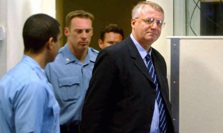 Prozessbeobachter hatten mit einer Verurteilung Šešeljs gerechnet. Der Vorsitzende der Serbischen Radikalen Partei (SRS) musste sich für die Ermordung Tausender und die Vertreibung Zehntausender Kroaten und Bosnier in den neunziger Jahren verantworten.