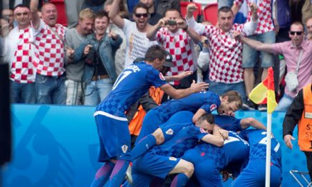 Kroatien siegt in einem intensiven und körperbetonten Spiel in der Gruppe D gegen die Türkei. Real-Spieler Luka Modric sorgt mit einem Traumtor für das entscheidende Tor gegen die Türken.