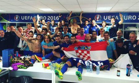 Das Siegerfoto der Kroaten nach dem 2:1 gegen Spanien