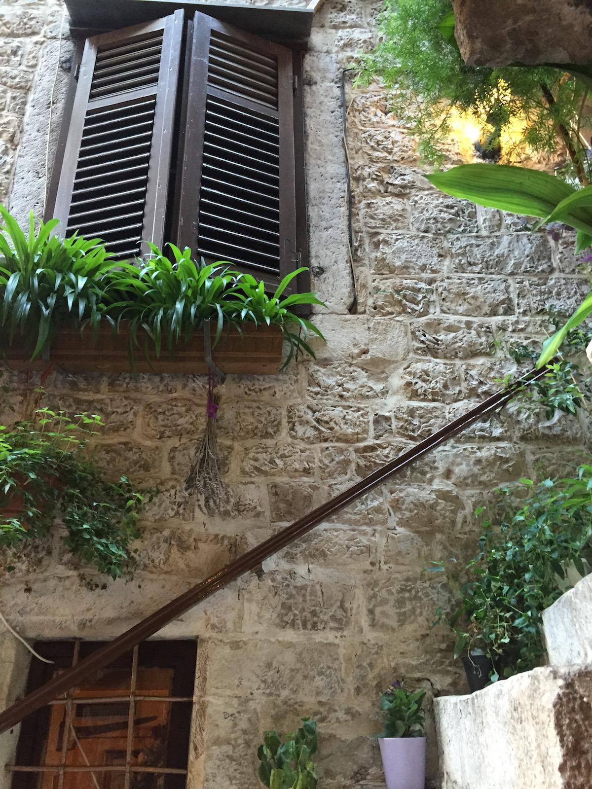 """Das """"Era"""" besticht durch eine außergewöhnliche Ausstattung, bestehend aus den UNESCO-geschützten Mauern der Altstadt von Trogir."""