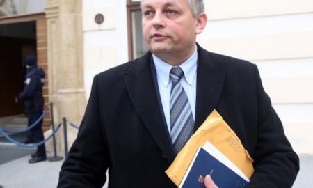 Veteranenminister Mijo Crnoja tritt zurück