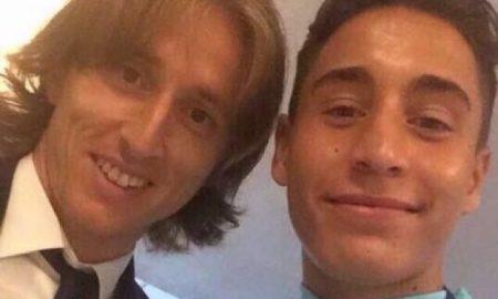 Luka Modric mit Emre Mir nach dem EM-Spiel 2016 Türkei vs Kroatien