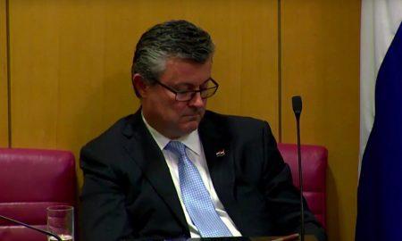 Premier Tihomir Oreskovic während des Misstrauensvotums im kroatischen Parlament